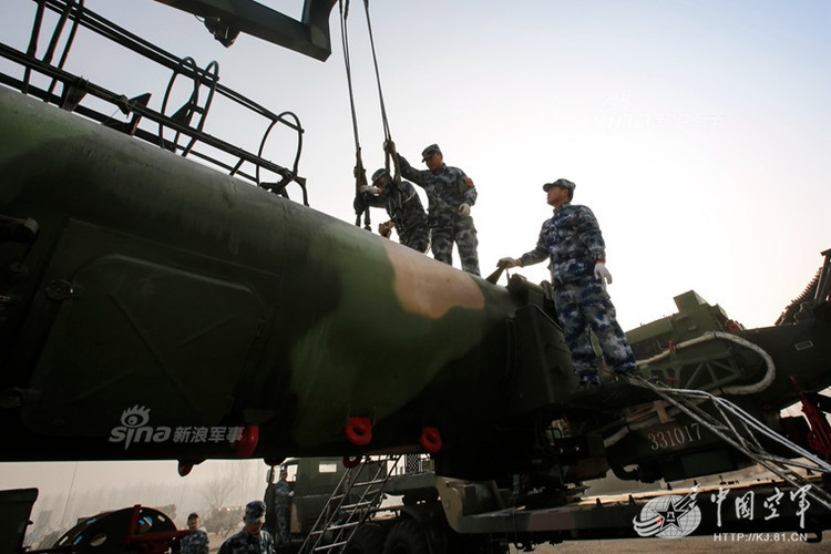 Mo kho ten lua phong khong S-300 khong lo cua Trung Quoc-Hinh-2
