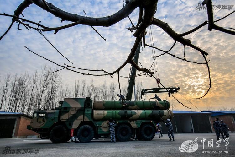 Mo kho ten lua phong khong S-300 khong lo cua Trung Quoc