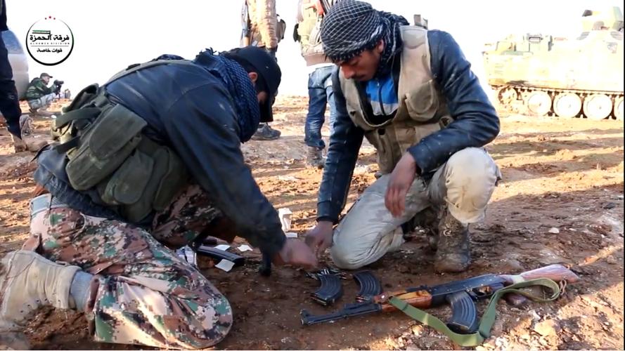 Kinh ngac vu khi cua chien binh Su doan Hamza o Syria-Hinh-3