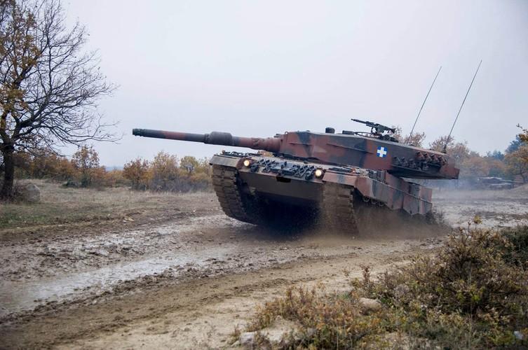 Man nhan xe tang Leopard 2A4 phi nuoc dai tren duong lay-Hinh-2