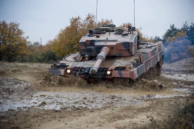 Man nhan xe tang Leopard 2A4 phi nuoc dai tren duong lay-Hinh-3