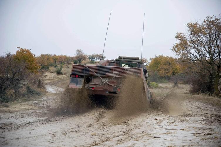 Man nhan xe tang Leopard 2A4 phi nuoc dai tren duong lay-Hinh-5