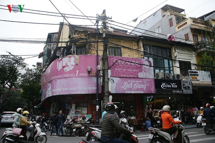 Can canh nhung chiec loa phuong bam cot dien o Ha Noi-Hinh-3