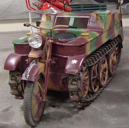 Cuc ngau xe may chien truong Sdkfz 2 cua Duc trong CTTG2