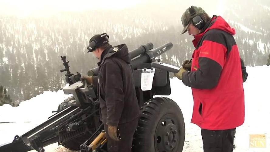 Kinh ngac canh nguoi Nga na phao 130mm gay lo tuyet-Hinh-6