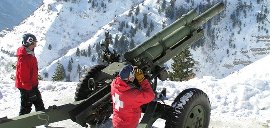 Kinh ngac canh nguoi Nga na phao 130mm gay lo tuyet-Hinh-7