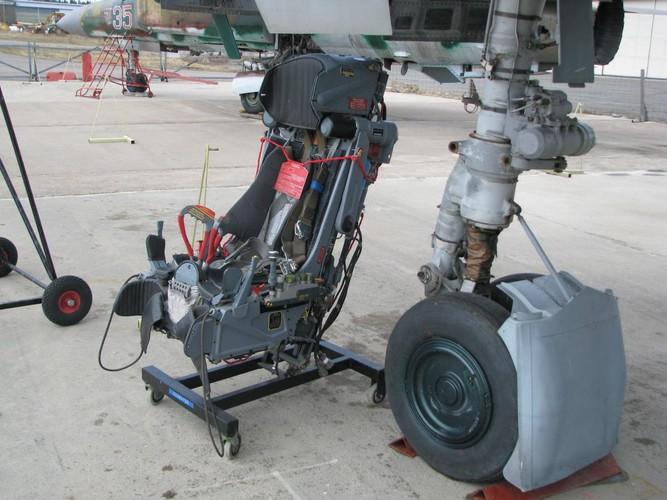 Ky dieu suc manh cai ghe tren tiem kich Su-27 Viet Nam-Hinh-3