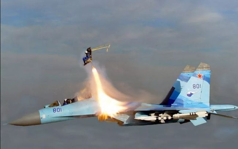Ky dieu suc manh cai ghe tren tiem kich Su-27 Viet Nam