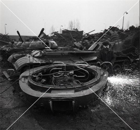 Xot xa canh hang ngan xe tang T-54/55 bi