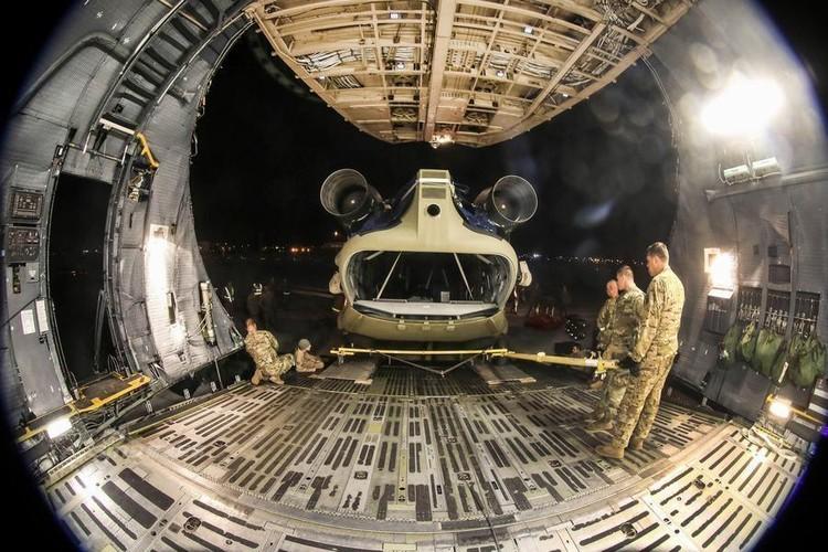 Cach nguoi My dua truc thang CH-47 di cong tac nuoc ngoai-Hinh-3