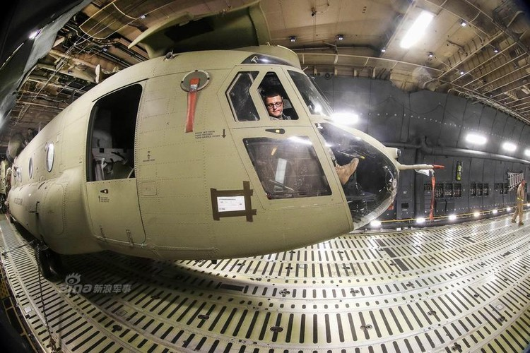 Cach nguoi My dua truc thang CH-47 di cong tac nuoc ngoai-Hinh-4