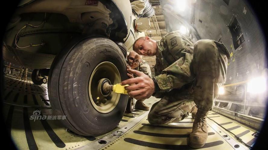Cach nguoi My dua truc thang CH-47 di cong tac nuoc ngoai-Hinh-5