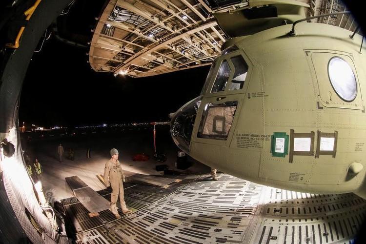 Cach nguoi My dua truc thang CH-47 di cong tac nuoc ngoai-Hinh-6