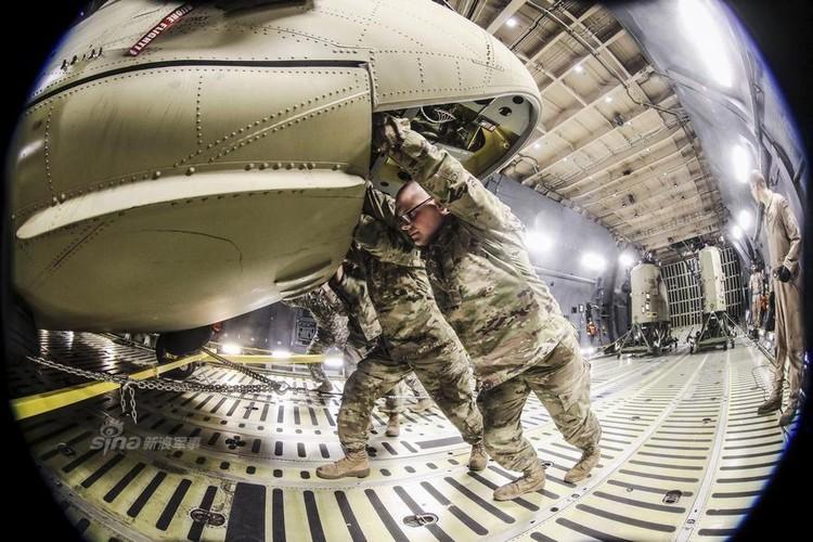 Cach nguoi My dua truc thang CH-47 di cong tac nuoc ngoai-Hinh-7