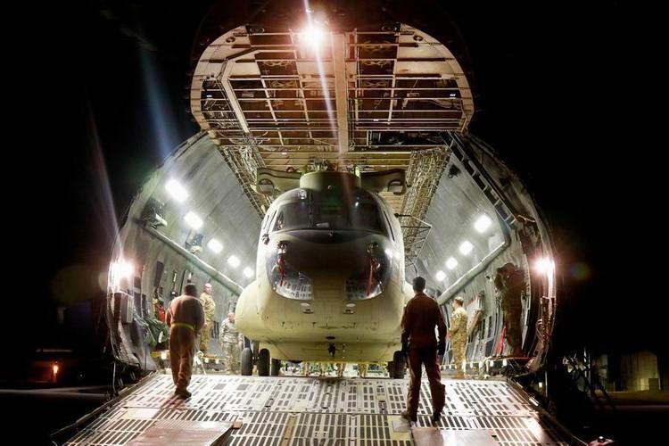 Cach nguoi My dua truc thang CH-47 di cong tac nuoc ngoai