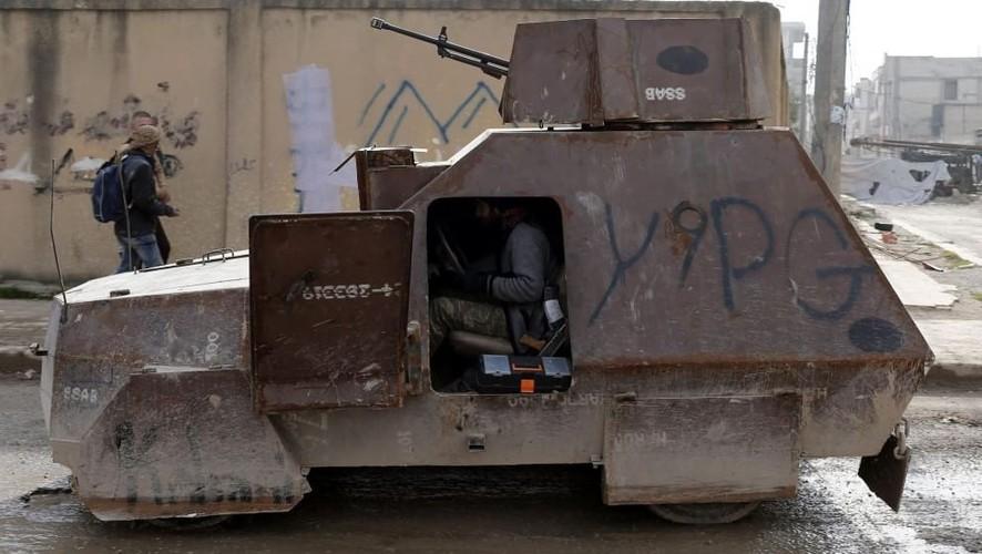 Kho do xe boc thep moi cua phien quan IS o Syria-Hinh-4