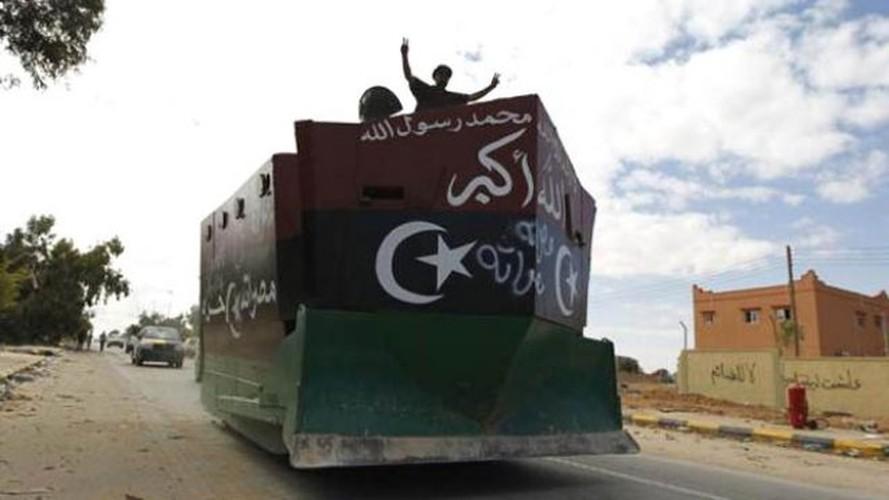 Kho do xe boc thep moi cua phien quan IS o Syria-Hinh-7