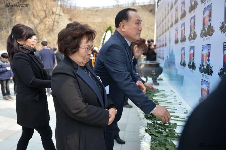 Anh: Han Quoc tuong niem 7 nam vu chim tau chien Cheonan-Hinh-3