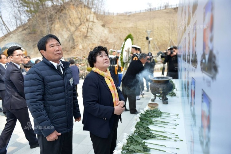 Anh: Han Quoc tuong niem 7 nam vu chim tau chien Cheonan-Hinh-4