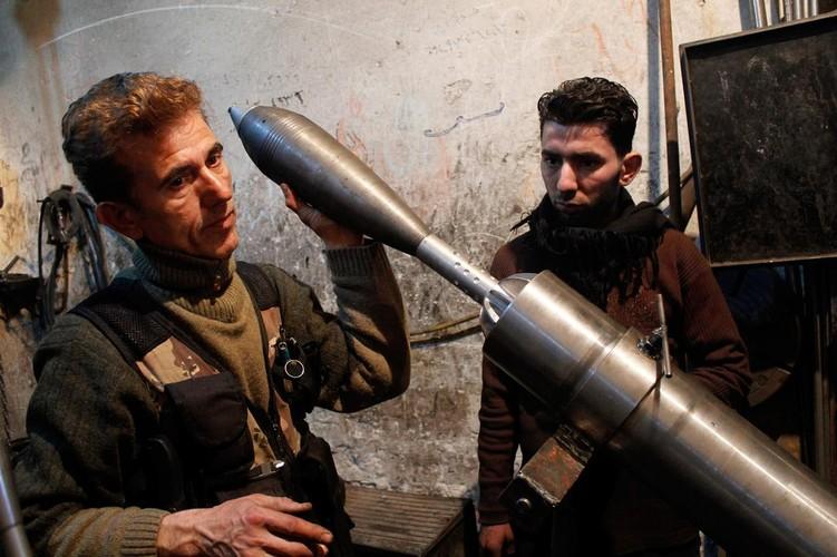 Lanh nguoi nha may vu khi cua phien quan IS o Syria-Hinh-3
