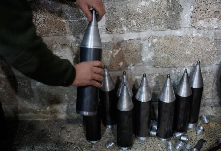 Lanh nguoi nha may vu khi cua phien quan IS o Syria-Hinh-6