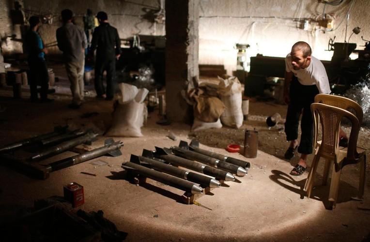 Lanh nguoi nha may vu khi cua phien quan IS o Syria-Hinh-7