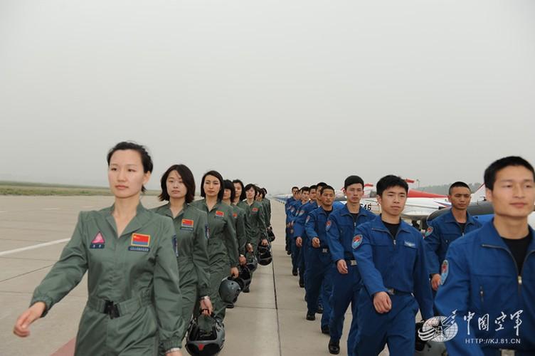 Ngo ngang nhan sac phi cong Khong quan Trung Quoc-Hinh-11
