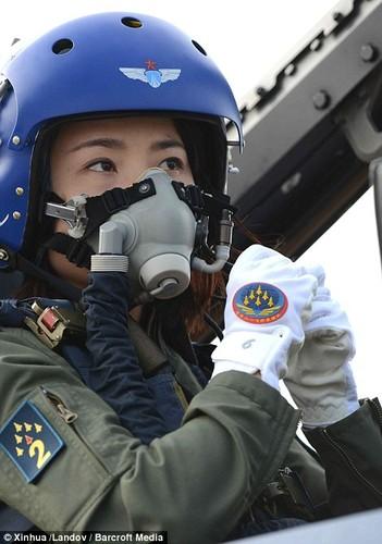 Ngo ngang nhan sac phi cong Khong quan Trung Quoc-Hinh-2