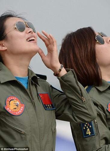 Ngo ngang nhan sac phi cong Khong quan Trung Quoc-Hinh-4
