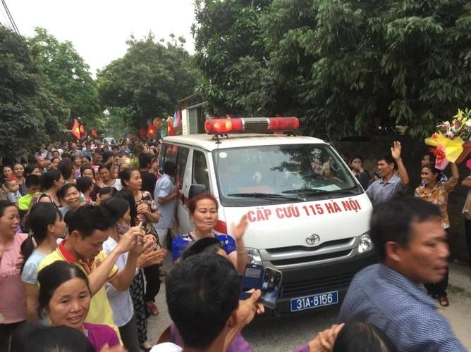Anh: Dan Dong Tam vui mung don cu Le Dinh Kinh ve lang-Hinh-7