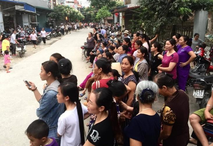 Anh: Dan Dong Tam vui mung don cu Le Dinh Kinh ve lang