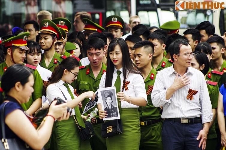 "Nhung bong hong trong le dieu hanh ""Trung doan Bat tu""-Hinh-3"