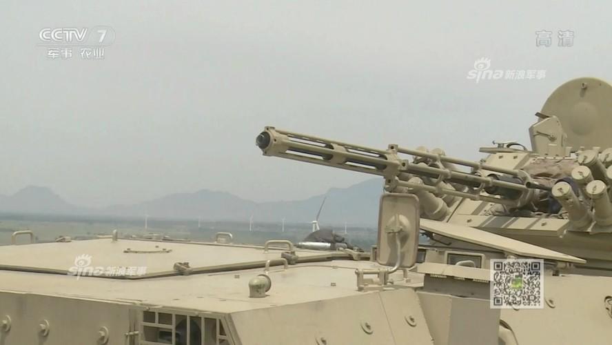 Tan mat vu khi xe chien dau bo binh TQ dang chao ban-Hinh-4
