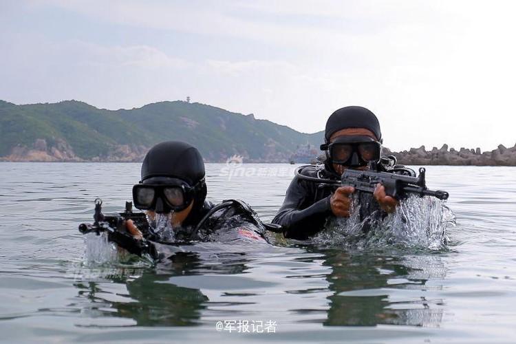 Giai ma trang bi toi mat cua dac cong nuoc Trung Quoc-Hinh-10