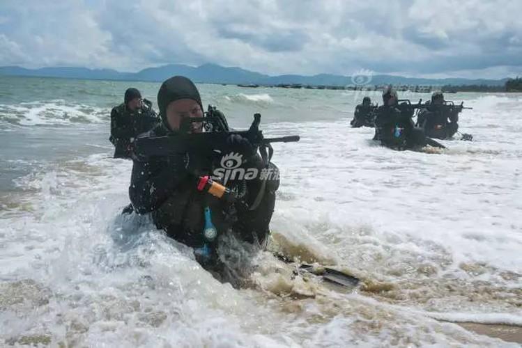 Giai ma trang bi toi mat cua dac cong nuoc Trung Quoc-Hinh-4
