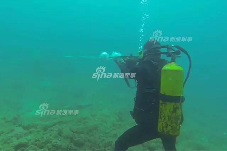 Giai ma trang bi toi mat cua dac cong nuoc Trung Quoc-Hinh-6