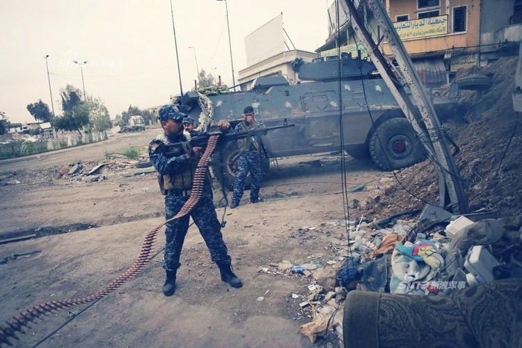Trang bi khung, dac nhiem Iraq van vat va chong IS-Hinh-2