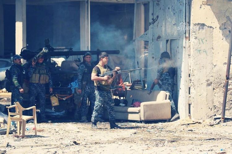 Trang bi khung, dac nhiem Iraq van vat va chong IS-Hinh-8