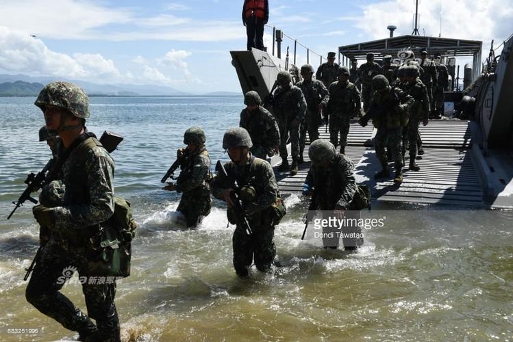Muc kich Hai quan My-Philippines tap tran tai chiem dao-Hinh-6