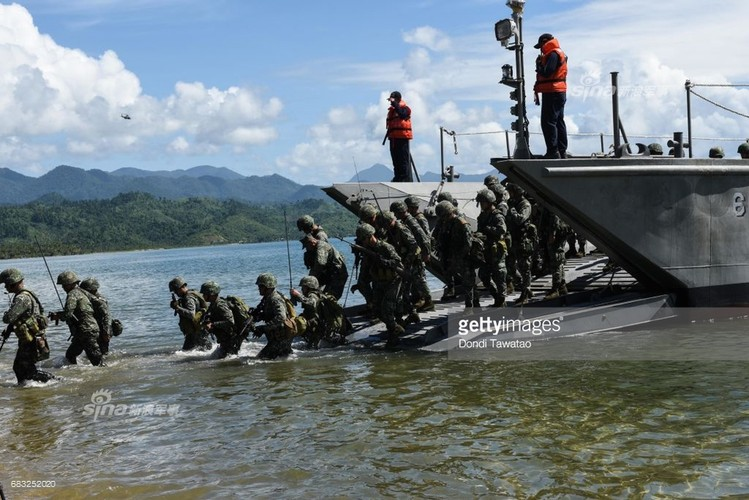 Muc kich Hai quan My-Philippines tap tran tai chiem dao-Hinh-7