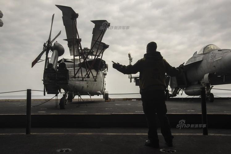 Tau san bay USS Carl Vinson nhan tiep te, quyet bam tru-Hinh-10