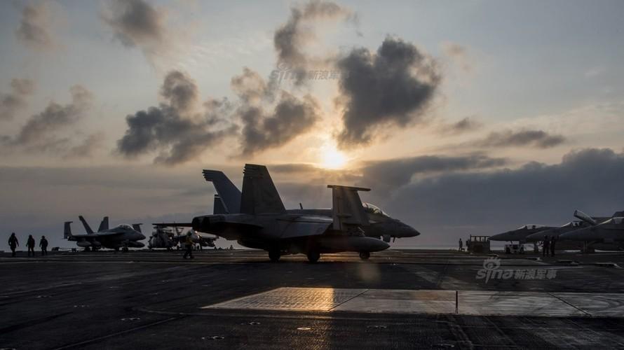 Tau san bay USS Carl Vinson nhan tiep te, quyet bam tru-Hinh-11