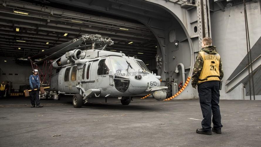 Tau san bay USS Carl Vinson nhan tiep te, quyet bam tru-Hinh-8