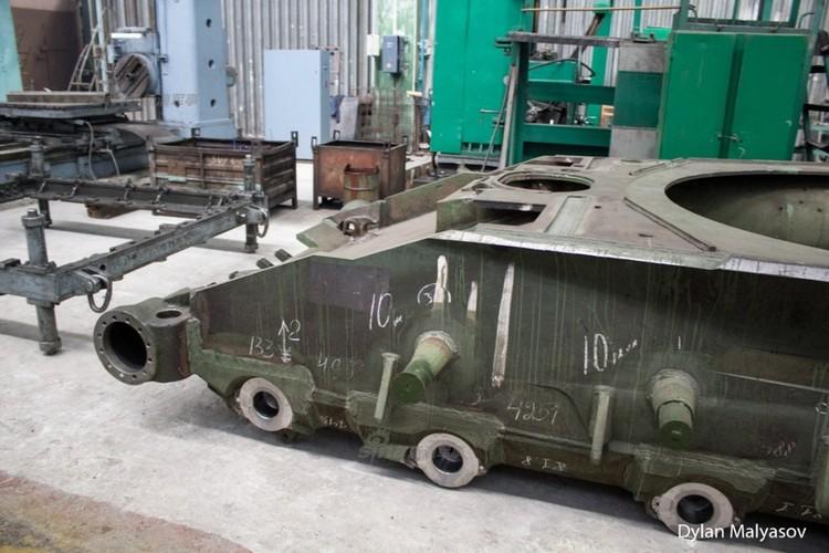Tham day chuyen san xuat xe tang T-84 Ukraine-Hinh-2
