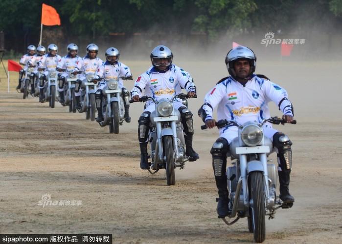"Man nhan Canh sat An Do trinh dien ""Son dong Mai vo""-Hinh-5"