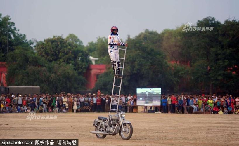 "Man nhan Canh sat An Do trinh dien ""Son dong Mai vo""-Hinh-9"