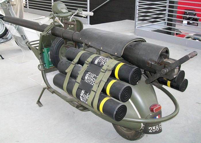 Cuoi lan lon voi chiec xe may gan sung Bazooka cua Phap-Hinh-5