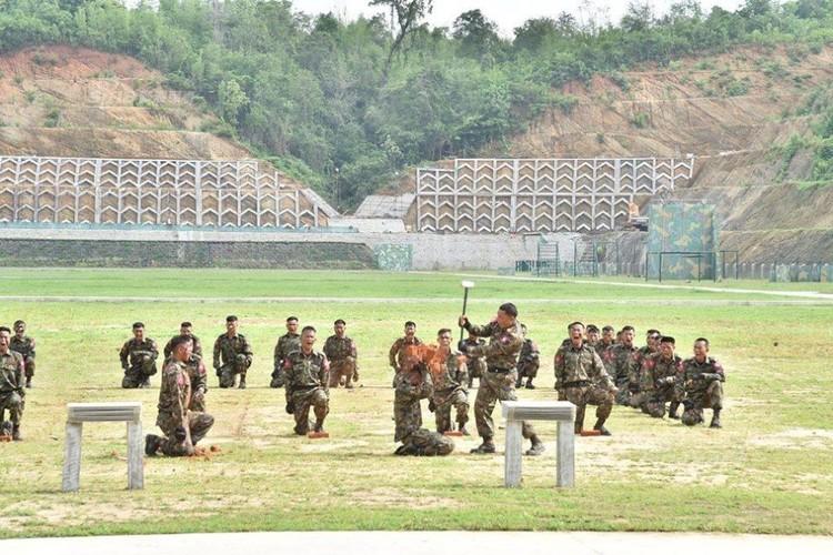 "Tan mat xem binh linh Myanmar ""Son Dong mai vo""-Hinh-2"