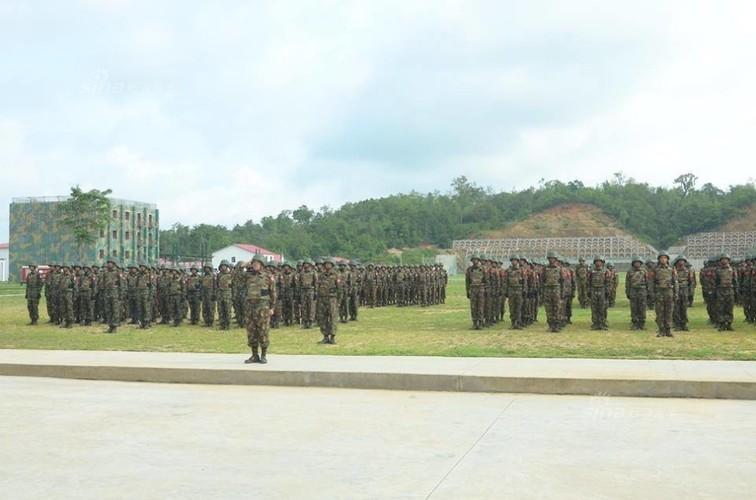 "Tan mat xem binh linh Myanmar ""Son Dong mai vo"""