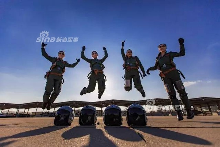 Xinh nhu mong cac nu phi cong Khong quan Trung Quoc-Hinh-5